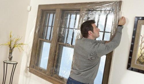 Чем заклеить старые деревянные окна на зиму. Полиэтиленовая пленка