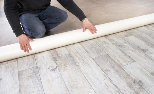 Постелить линолеум на бетонный пол в квартире. Нужна ли подложка под линолеум