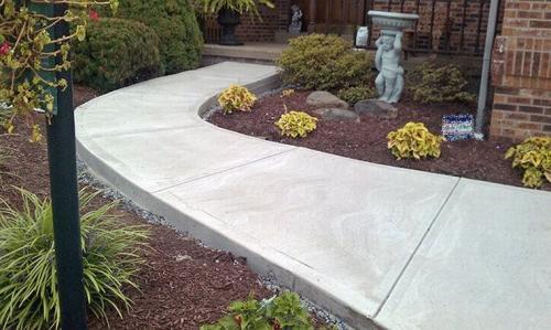 Дорожка залитая бетоном оцинкованный бетон