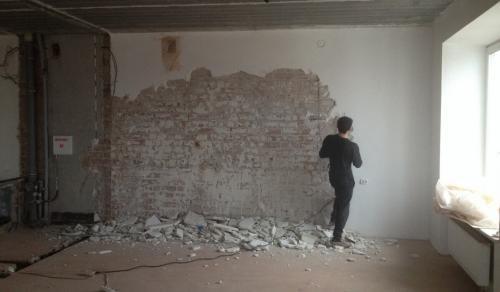 Как убрать со стен старую штукатурку. Надо ли убирать старую прочную штукатурку?