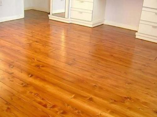 Покрыть лаком деревянный пол. Покрытие лаком деревянного пола
