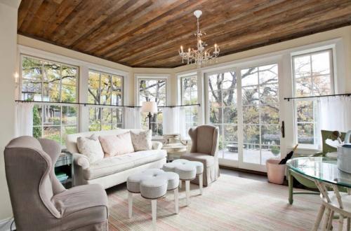 Отделка деревянного потолка в квартире. Варианты отделки потолка деревом