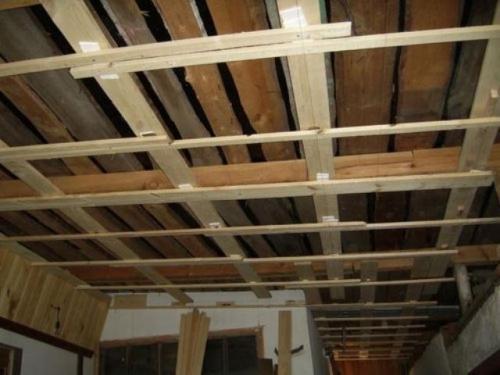 Ремонт потолка из гипсокартона. Гипсокартонный потолок устарел и требует замены